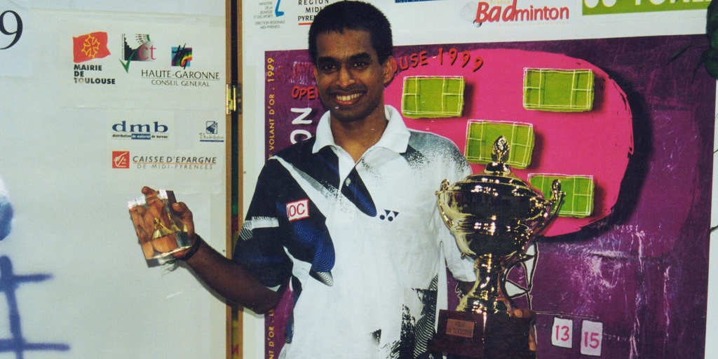 Pullela-Gopichand-with-trophy-3_opt
